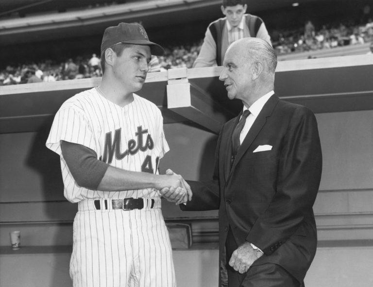 Tom Seaver Shakes Hands With MLB Commissioner William Eckert