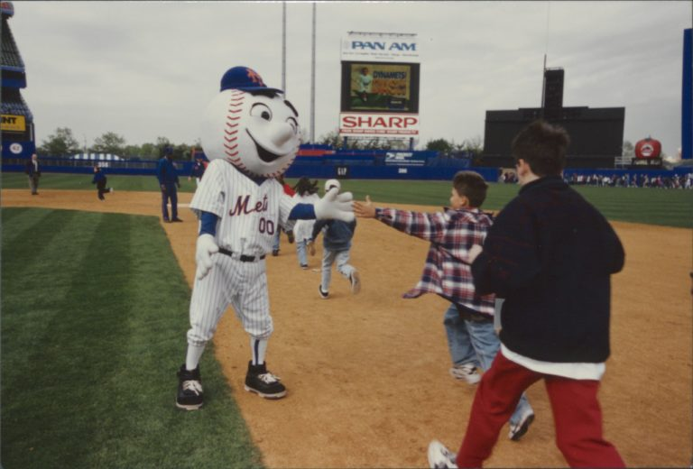 Mr. Met Motivates Young Fans at Shea Stadium