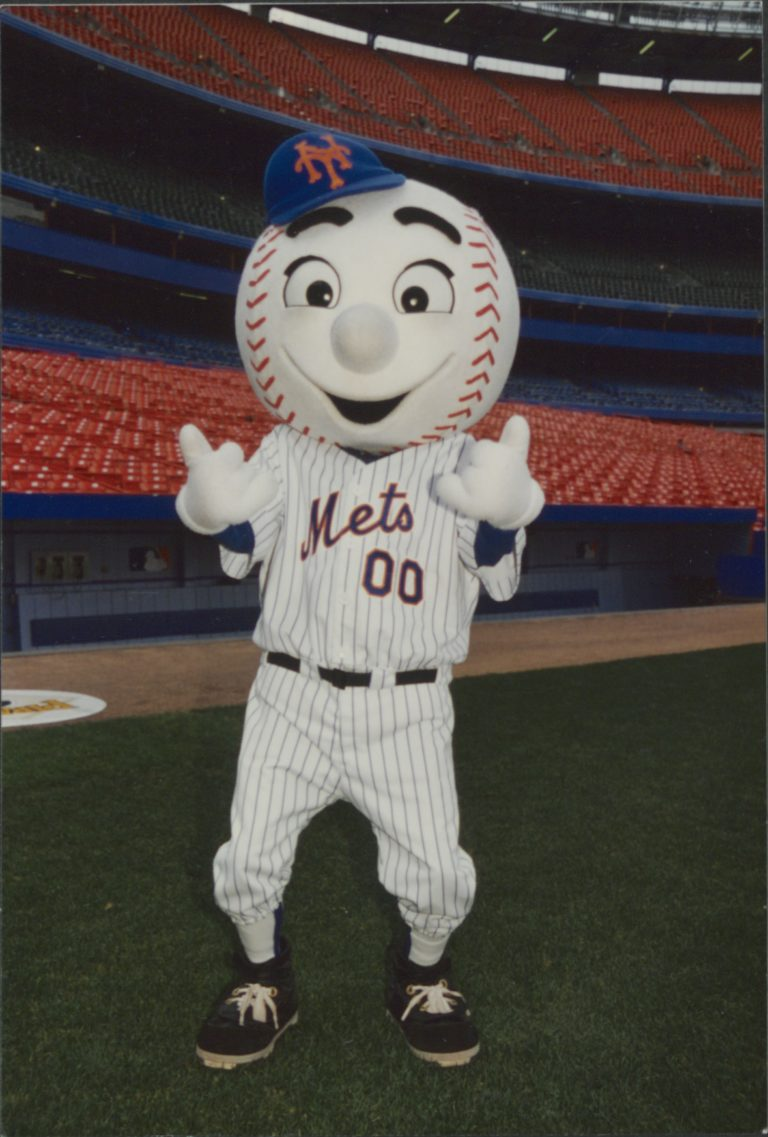 Mr. Met Gives Two Thumbs Up