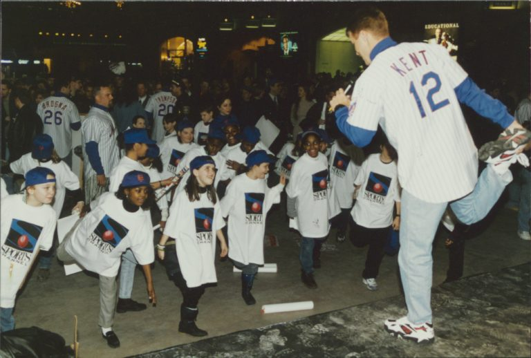 Jeff Kent Leads Exercises for Young Mets Fans