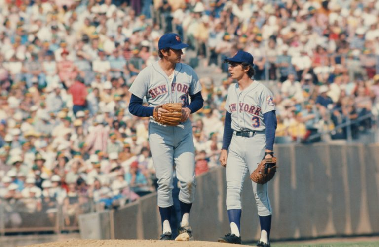 Harrelson and Koosman Chat on the Mound