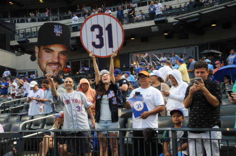 Fans Show Love For Mike Piazza During Number Retirement Ceremony