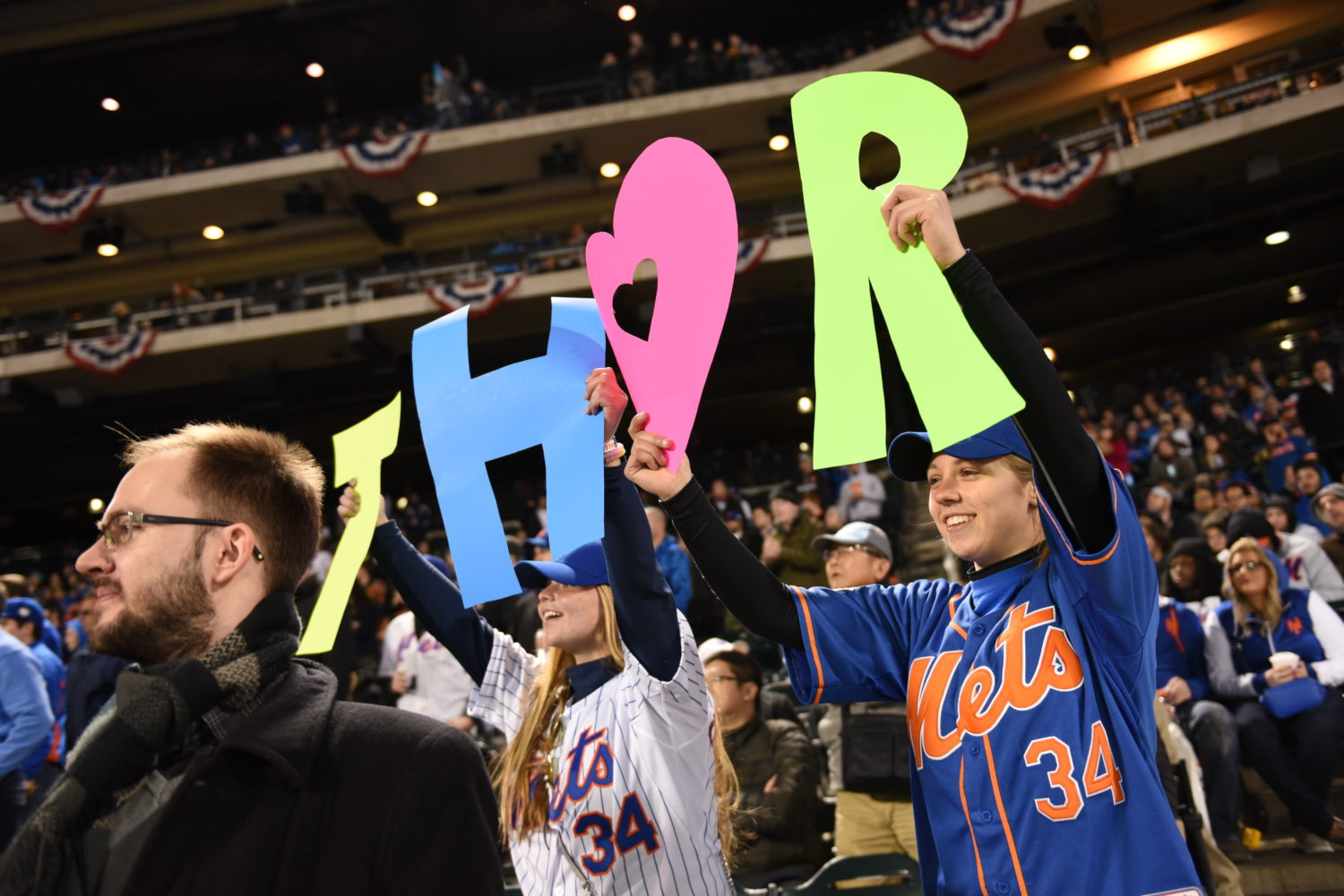 Fans Cheer on Thor Syndergaard