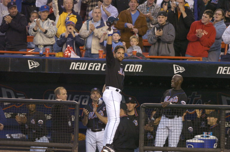 Mike Piazza Curtain Call After Home Run Record