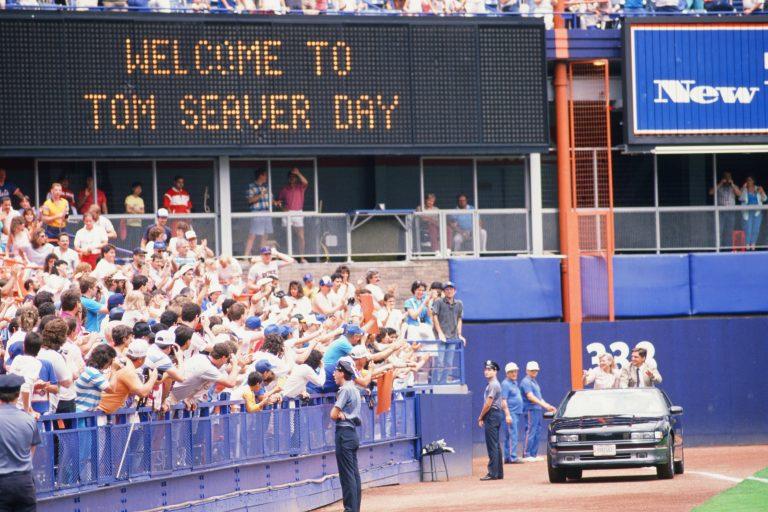 Tom & Nancy Seaver Greet Fans on Tom Seaver Day