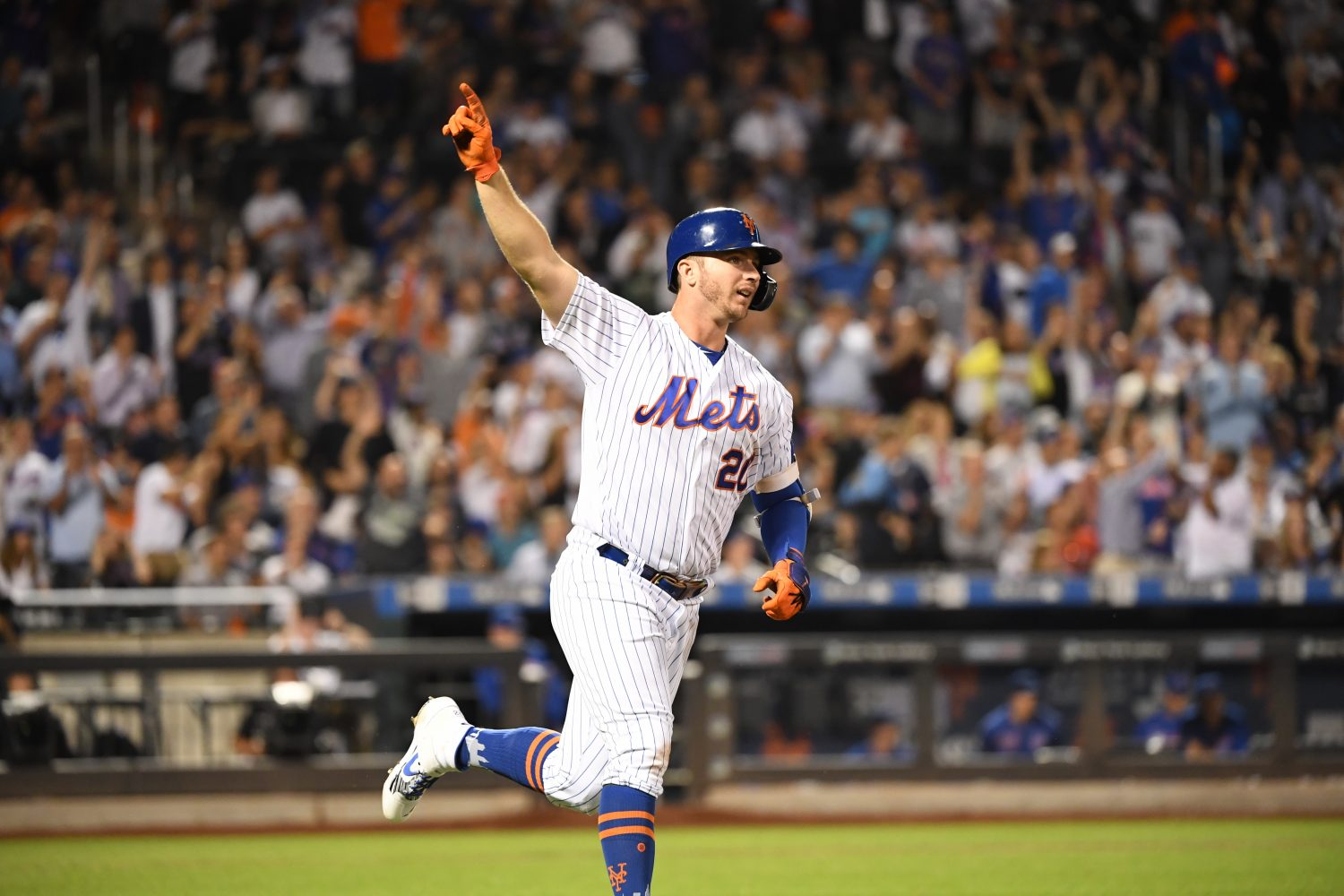Pete Alonso Points to Sky After 42nd Home Run