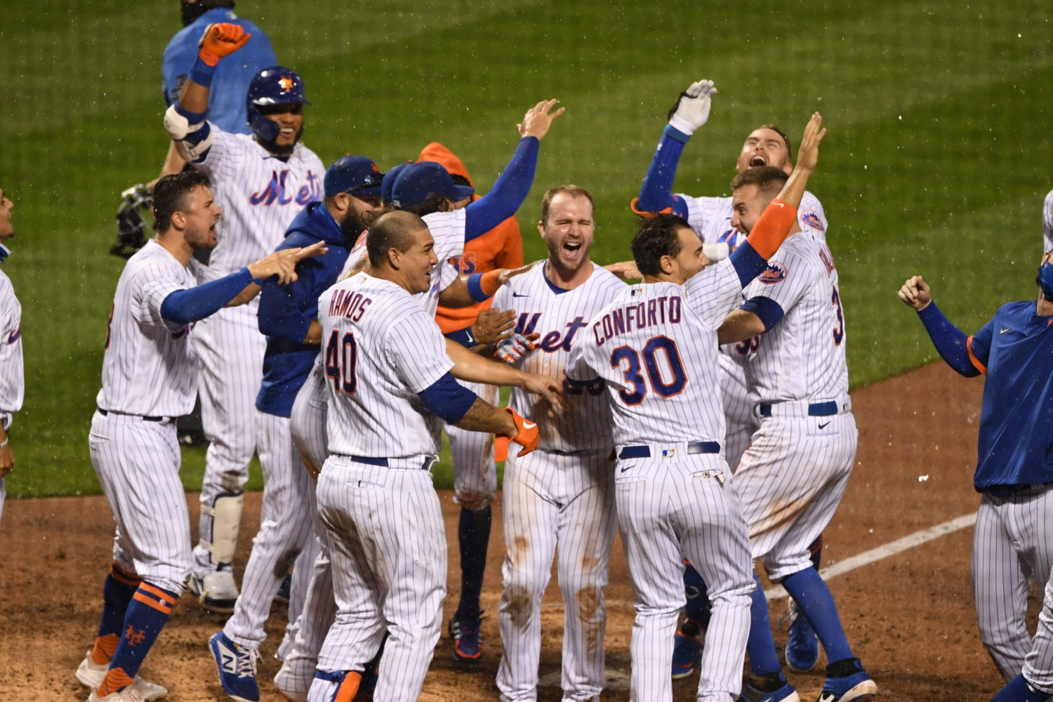 Mets Celebrate Alonso's Walk-Off Home Run